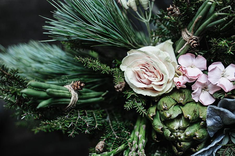 Bouquet fleurs haricots asperges et artichauts
